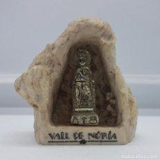 Antigüedades: ANTIGUA CAPILLA DE LA VIRGEN DE NURIA HECHA EN PIEDRA SINTETICA Y VIRGEN DE METAL PLATEADO. Lote 79378781