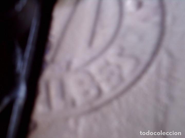 Antigüedades: AZULEJO DE RIBESALBES PINTADO A MANO Y ENMARCADO EN FORJA, MIDE 15 X 7,5, CON MARCO 24 X 17 CM. - Foto 7 - 79574125