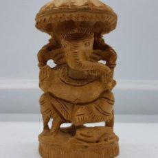 Antigüedades: ANTIGUA FIGURA EN MADERA TALLADA DEL DIOS GANESHA, HECHA A MANO EN LA INDIA. Lote 79618837