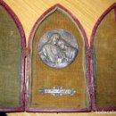 Antigüedades: ANTIGUO ALTAR DE VIAJE CON MEDALLA DE PLATA ? ESCULTOR RUFFONY AÑO 1934 JESUS Y APOSTOL. Lote 79671345