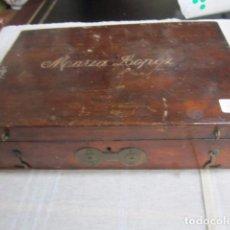 Antigüedades: ANTIGUA CAJA DE MADERA CON NOMBRE EN TAPA. 25,5 X 17,5 X 7 CMS. ALTURA.. Lote 79741721