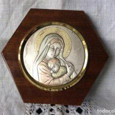 Antigüedades: BONITA IMAGÉN DE LA VIRGÉN CON EL NIÑO JESÚS PLACA DE PLATA DE LEY 925ML . Lote 79742965