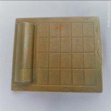 Antigüedades: POLVERA METÁLICA CON BARRA DE LABIOS INTEGRADA AÑOS 60.. Lote 79798325