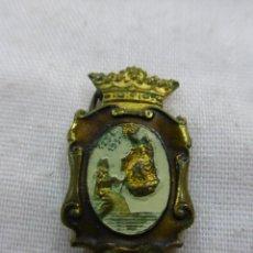 Antigüedades: ANTIGUO PIN-ALFILER DEL ESCAPULARIO VIRGEN DEL CARMEN - VII CENTENARIO 1251-1951-METAL ESMALTADO. Lote 79803273