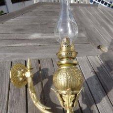 Antigüedades: IMPRESIONANTE Y RARA LAMPARA APLIQUE QUINQUE EN BRONCE - HERMOSO Y MUY ANTIGUO SIGLO XIX AÑO 1880. Lote 99812694