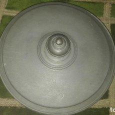 Antigüedades: PRECIOSA BOMBONERA METÁLICA. Lote 79834881