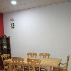 Antigüedades: MESA Y SILLERÍA ANTIGUAS DE MADERA DECAPADA. Lote 79768161