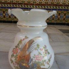 Antiquités: TULIPA DE OPALINA BLANCA CON ESTAMPILLADO. Lote 79927277