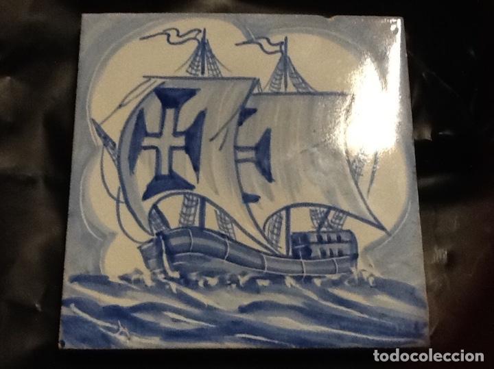 BONITO AZULEJO PORTUGUES PINTADO A MANO DE 14X 14CM. MOTIVO BARCOS (Antigüedades - Porcelanas y Cerámicas - Azulejos)