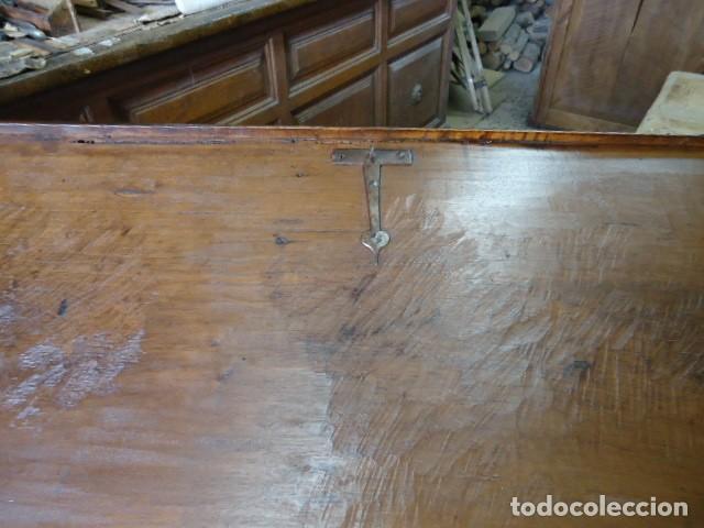 Antigüedades: Arcón S XVII, S XVIII, madera de Nogal, con herraje y pátina original. - Foto 8 - 79942221