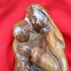 Antigüedades: ANTIGUA TALLA MACIZA DE VIRGEN MARÍA CON NIÑO JESÚS EN MADERA DE OLIVO.. Lote 79953461