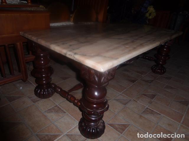Antigua mesa de centro de madera tallada con so comprar for Mesas de centro antiguas