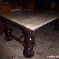 Antigüedades: ANTIGUA MESA DE CENTRO DE MADERA TALLADA CON SOBRE DE MARMOL ROSA. LIQUIDACION. . Lote 79972705