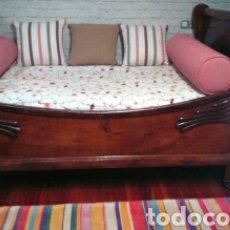 Antigüedades: PRECIOSA CAMA BARCO CON DECORACIO DE PATOS. Lote 79936313