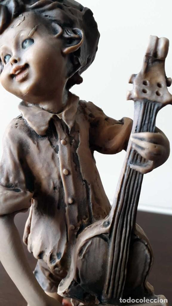 Antigüedades: Escultura niño con Violonchelo. Firmada - Foto 3 - 80011577