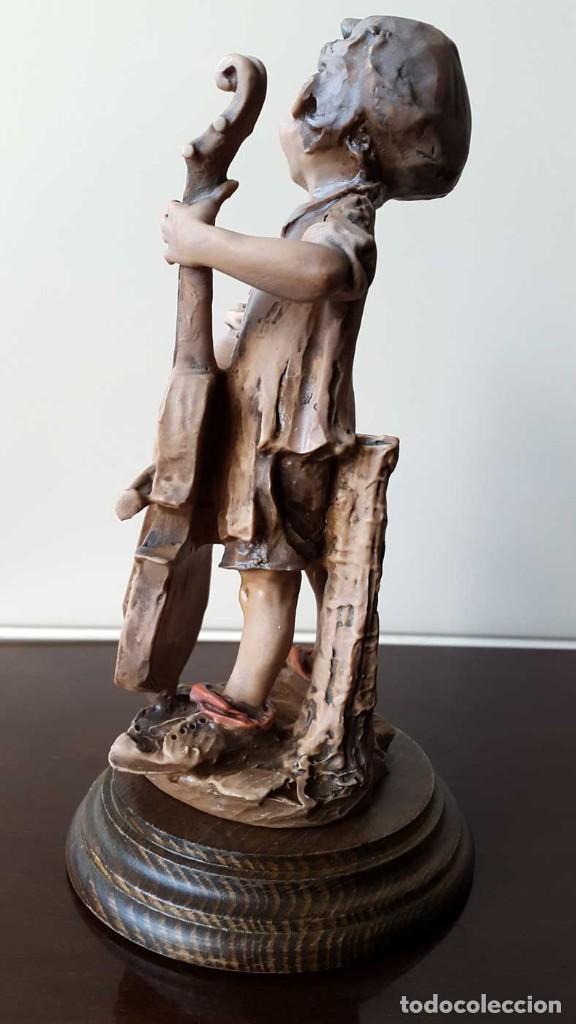 Antigüedades: Escultura niño con Violonchelo. Firmada - Foto 4 - 80011577