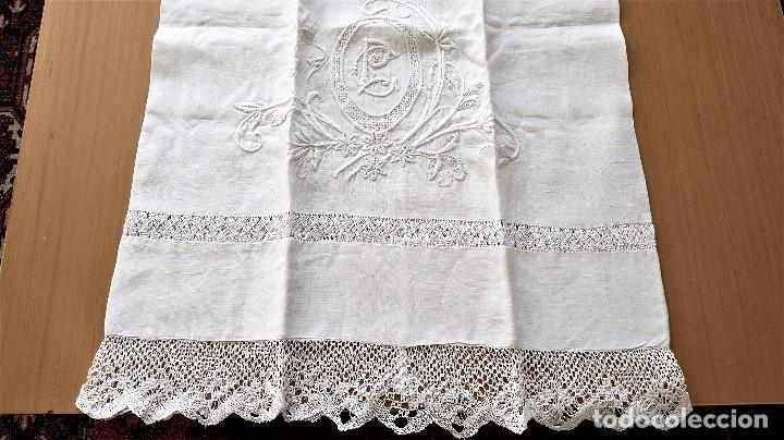 Antigüedades: Juego de 6 fundas de almohada de hilo bordadas - Foto 2 - 80014229