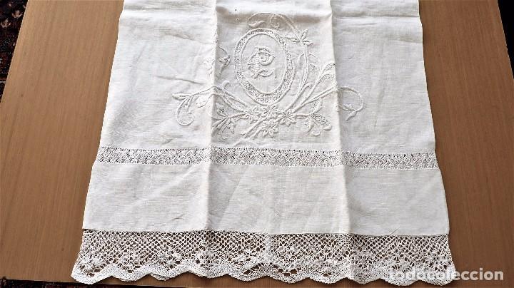 Antigüedades: Juego de 6 fundas de almohada de hilo bordadas - Foto 8 - 80014229