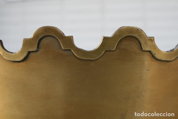 Antigüedades: MAGNIFICO CENTRO DE MESA DE BRONCE CON RELIEVES EN LOS BORDES - GRANDES DIMENSIONES 38 X 27 CM - Foto 3 - 80029029