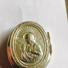 Antigüedades: BONITA CAJITA-PASTILLERO PLATA MOTIVOS RELIGIOSOS. Lote 80095434