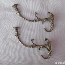 Antigüedades: PAREJA DE PERCHAS, COLGADORES METAL PLATEADO.. Lote 80098233