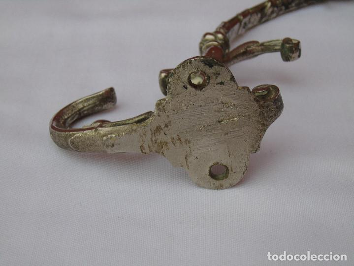Antigüedades: PAREJA DE PERCHAS, COLGADORES METAL PLATEADO. - Foto 19 - 80098233