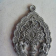 Antigüedades: MEDALLA ANTIGUA ADVENIAT REGNUM TUUM. DAMAS DE LA CORTE DEL SANTISIMO SACRAMENTO.. Lote 195431703