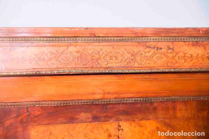 Antigüedades: Antigua Credenza - Aparador - Trinchante - Bufete - Raíz y Marquetería - Puertas Cristal Bombeado - Foto 2 - 80187857