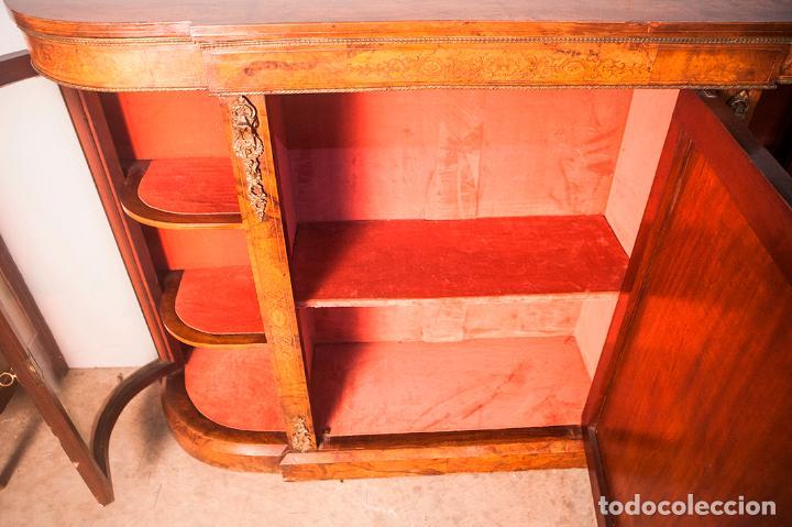Antigüedades: Antigua Credenza - Aparador - Trinchante - Bufete - Raíz y Marquetería - Puertas Cristal Bombeado - Foto 8 - 80187857