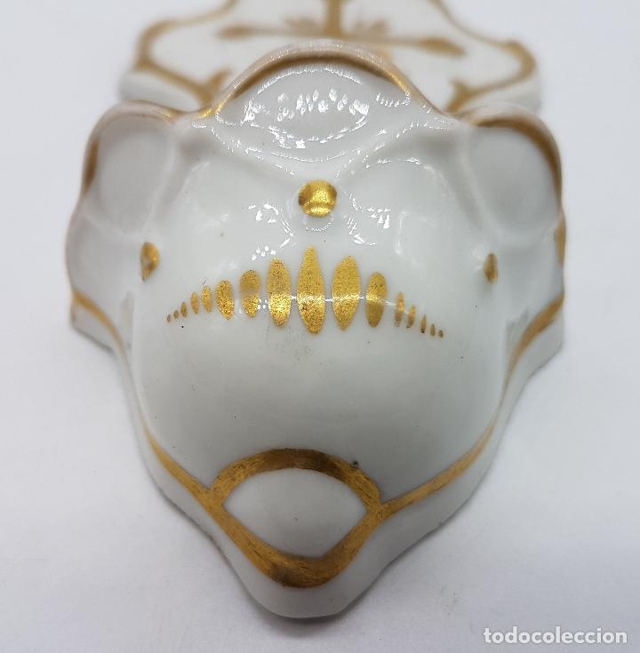 Antigüedades: Benditera antigua hecha en porcelana y pintado en oro de ley restaurada - Foto 6 - 80364049