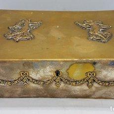 Antigüedades: CAJA, COFRE O JOYERO ANTIGUO EN METAL DE SEGURIDAD CON DONCELLAS EN RELIEVE Y SELLOS MARCADOS. Lote 80365469