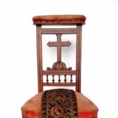 Antigüedades: RECLINATORIO SIGLO XIXIESTILO SOBRIO. TAPIZADO EN TERCIOPELO ROJO.. Lote 80457645