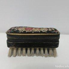 Antigüedades: CEPILLO MANICURA COSTURA. Lote 80499717