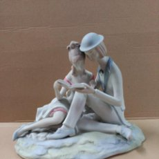 Antigüedades: PAREJA ROMANTICA EN PORCELANA. PALES. MADE IN SPAIN. Lote 80596358