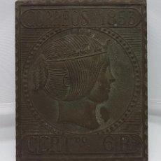 Antigüedades: PLACA ANTIGUA METÁLICA DE CORREOS DE 1853 CON INSCRIPCIÓN DE ENVÍOS CERTIFICADOS A 6 REALES.. Lote 80600786