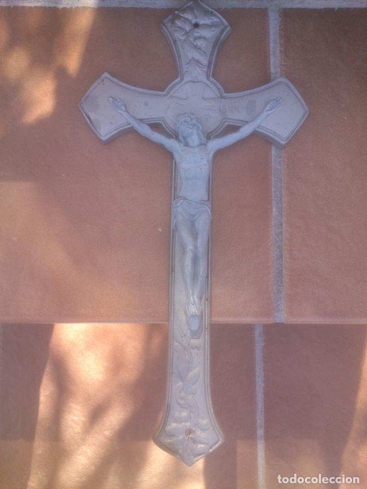 PRECIOSO CRUCIFIJO DE METAL - 43 X 23,5 CM - SIGLO XX - JESUCRISTO. CRISTO. CRUZ (Antigüedades - Religiosas - Crucifijos Antiguos)