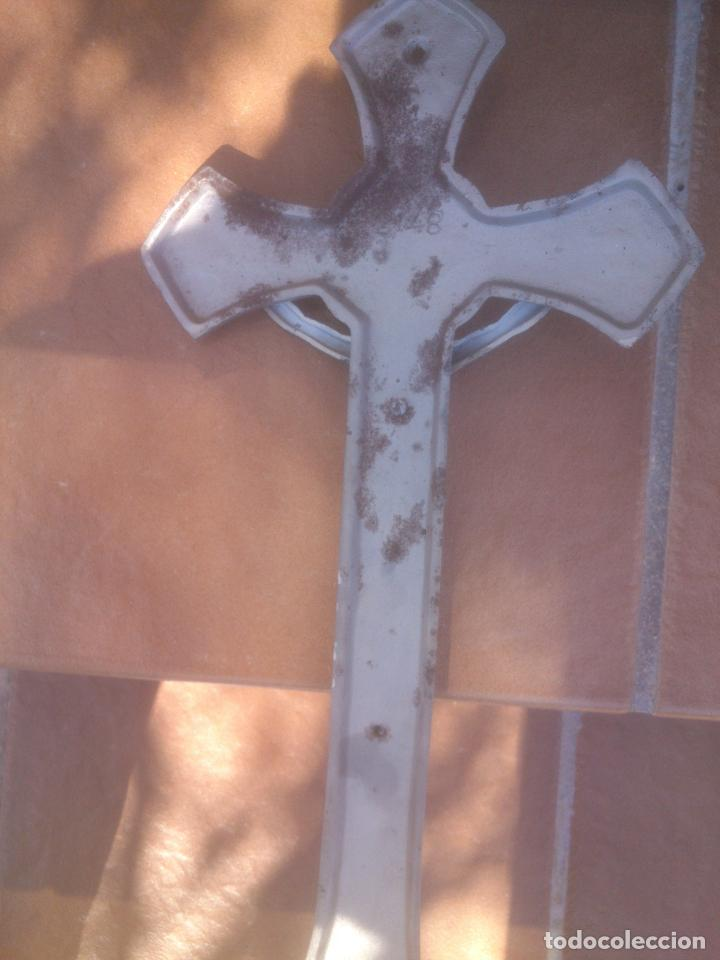Antigüedades: Precioso crucifijo de metal - 43 x 23,5 cm - Siglo XX - Jesucristo. Cristo. Cruz - Foto 2 - 80620450