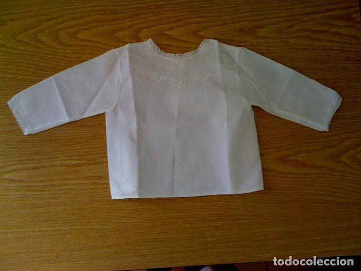 ANTIGUA CAMISITA BATISTA BLANCA BORDADA (Antigüedades - Moda y Complementos - Infantil)