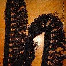 Antigüedades: 5,5 METROS DE ANTIGUO FLECOS COLCHA CORTINAS POR CIERRE DE MERCERIA PERFECTO ESTADO. Lote 54177846
