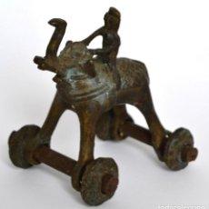 Antigüedades: ANTIGUA FIGURA * JUGUETE DE BRONCE ELEFANTE CON RUEDAS. Lote 80652030