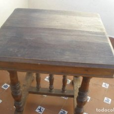Antigüedades: ANTIGUA MESA CON PATAS TORNEADAS. Lote 80664950