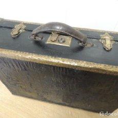 Antigüedades: MALETA DE MADERA PIEL Y LATON. Lote 80703558