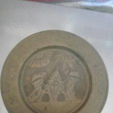 Antigüedades: PLATO LATON COLGAR. Lote 80738734