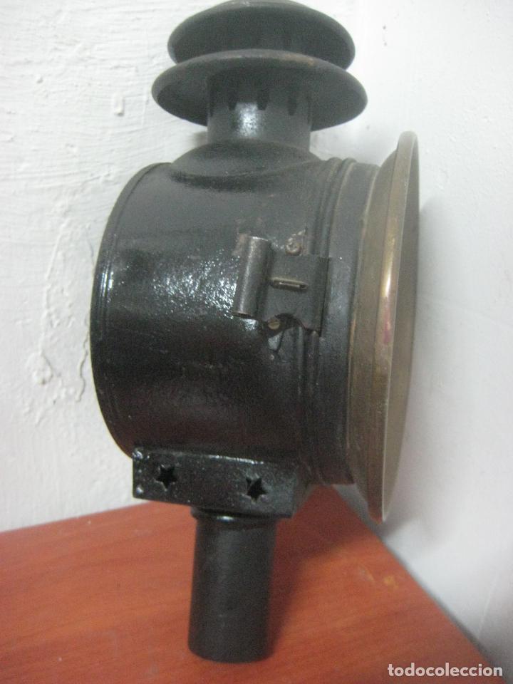 Antigüedades: GRAN FAROL DE CARRUAJE DE LOS AÑOS 20 EN HIERRO FORJADO Y BRONCE CON DOBLE CHIMENEA, 28 CMS DE ALTO, - Foto 2 - 83136258