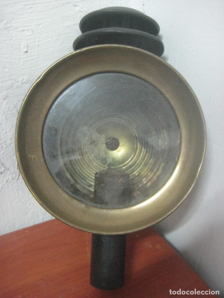 Antigüedades: GRAN FAROL DE CARRUAJE DE LOS AÑOS 20 EN HIERRO FORJADO Y BRONCE CON DOBLE CHIMENEA, 28 CMS DE ALTO, - Foto 3 - 83136258