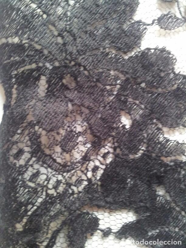 Antigüedades: PRECIOSA MANTILLA VELO 3 PICOS ENCAJE EN TUL FINALES S.XIX. 90/65 CMS. PERFECTO ESTADO - Foto 4 - 80787714