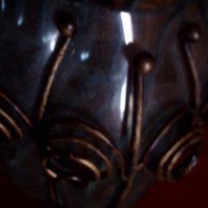 Antigüedades: ANTIGUO CENTRO - JARDINERA ISABELINA DE CRISTAL Y METAL, PATITAS EN FORMA DE GARRAS. MIDE, 31 X 22 X. Lote 80790322