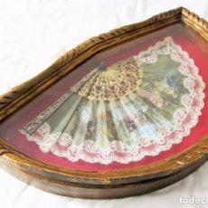 Antigüedades: PRECIOSA ABANIQUERA ANTIGUA CON ABANICO - ABANIQUERO MADERA PAN DE ORO 197,00 €. Lote 80813403
