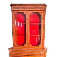 Antigüedades: VITRINA - ESTILO LUIS XV - FRANCIA - MADERA PALO ROSA - DECORACIONES EN BRONCE - 114 CM X 214 CM. Lote 80822727