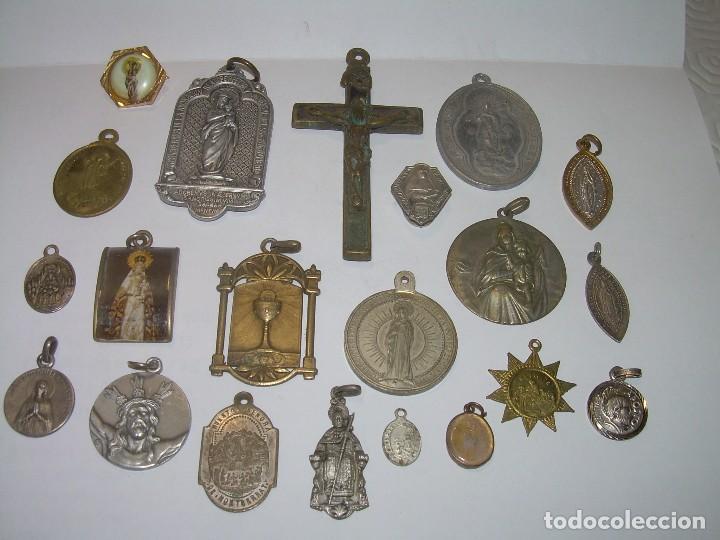 ANTIGUAS MEDALLAS Y CRUZ...TOTAL..21 UNIDADES. (Antigüedades - Religiosas - Medallas Antiguas)